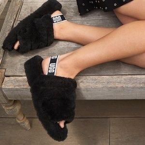 UGG AUSTRALIA Yeah Black Shearling Slippers New